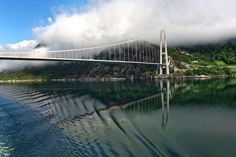 Ny bro över Hardangerfjorden i Norge