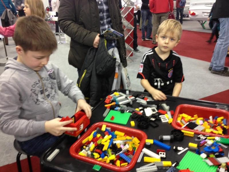 LMC ordnar Lego-tävling