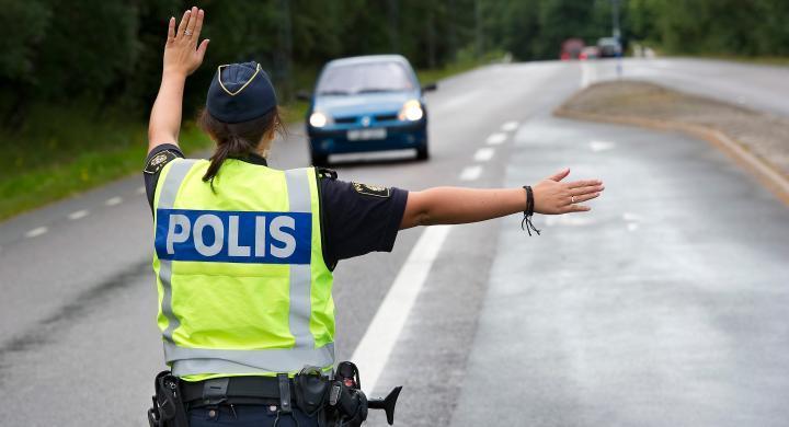 Polisen i Örebro vill att folk slutar varna för fartkontroller.
