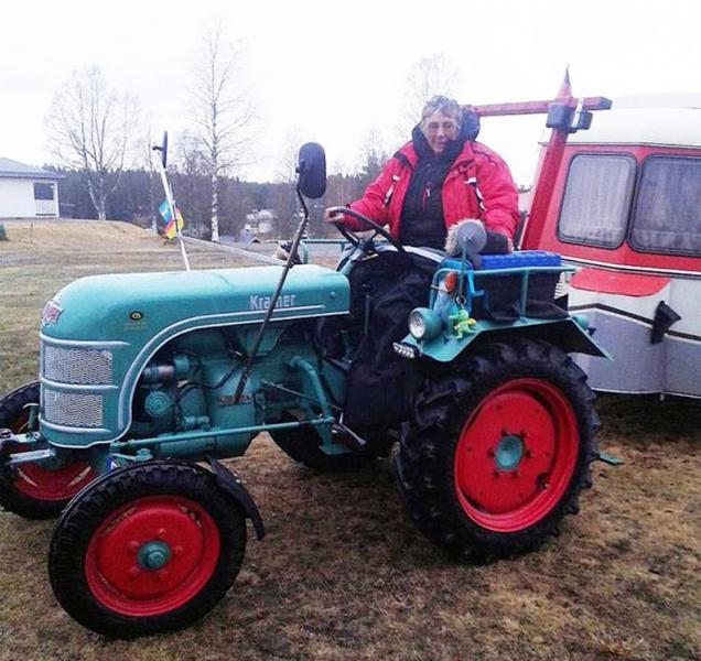 Harry Jonsson, som driver campingen i Hoting i Jämtland, förevigade den nyblivna pensionären från Hannover på hennes väg norrut i helgen.