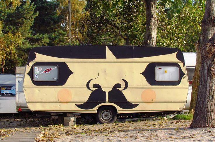 En vagn med mustasch