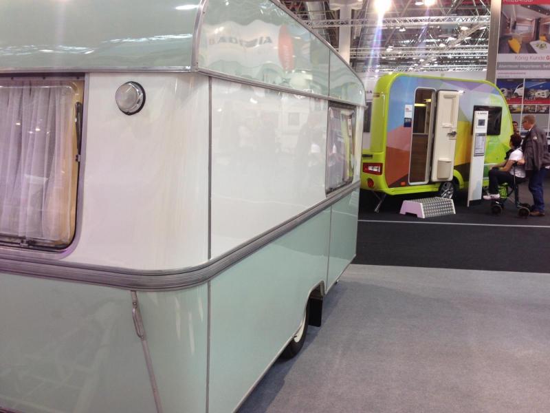 Det har gått 50 år från den första vagnen, Adria 375, när nu den senaste generation, den färgglada Adria Altea 4Four som du ser i bakgrunden, presenteras