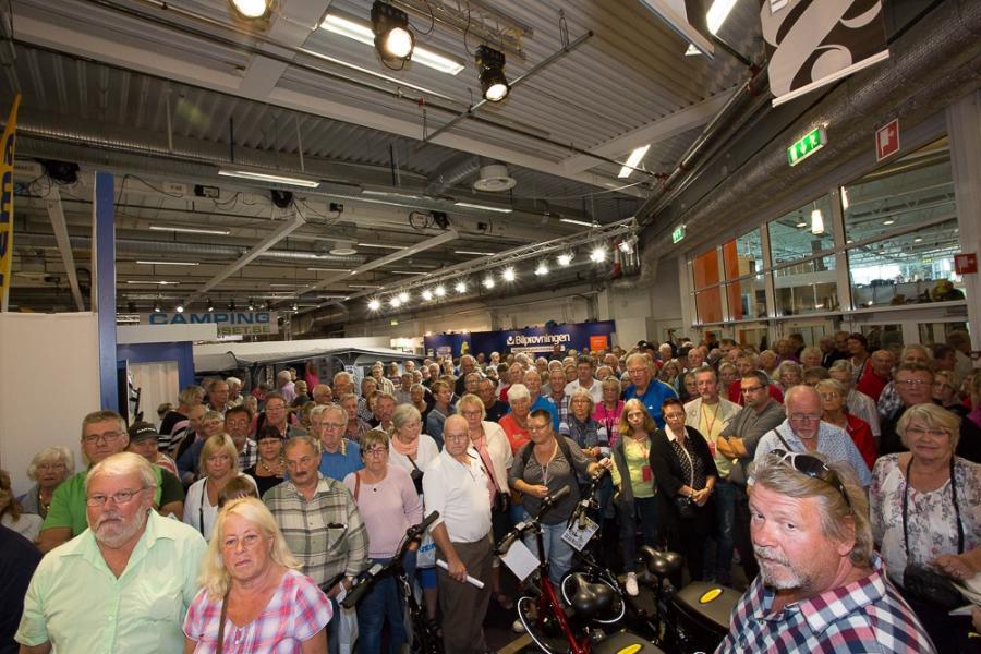 Så här stort var intresset för prisutdelningen av elcyklar i vår monter. Lika många stod åt andra hållet....