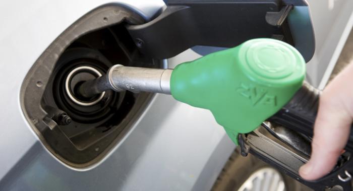 Regeringen vill ha höjd bensinskatt