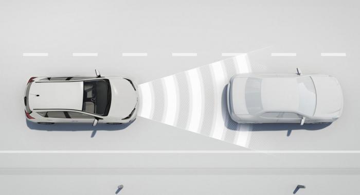 Toyotas säkerhetssystem TSS P har en radar som ger bilen adaptiv farthållare.