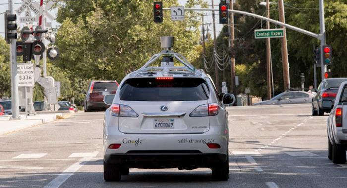 Googles självkörande bilar krockar på grund av den mänskliga faktorn!