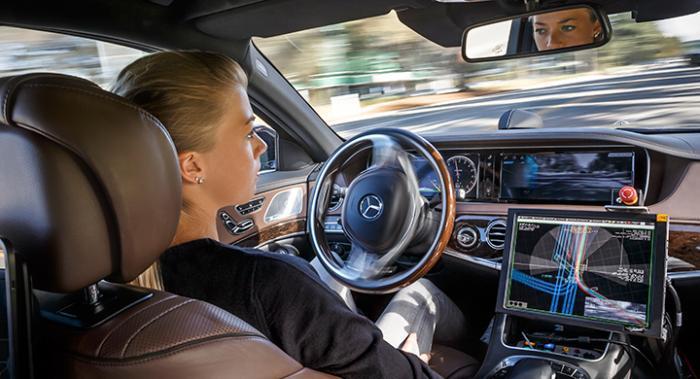 Självkörande bilar halverar försäkring