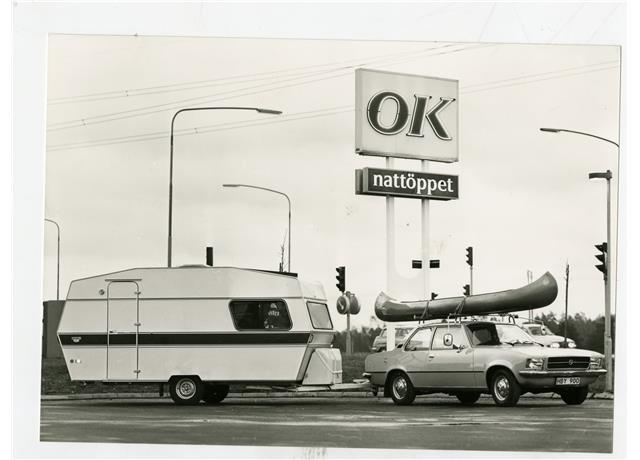 Kanot, dragbil och husvagn i ett oemotståndligt hyrpaket!