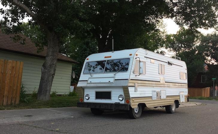 Husbil med design från en husvagn