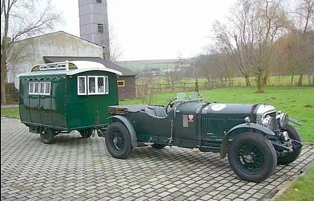 Åttaliters Bentley med tidstypisk husvagn