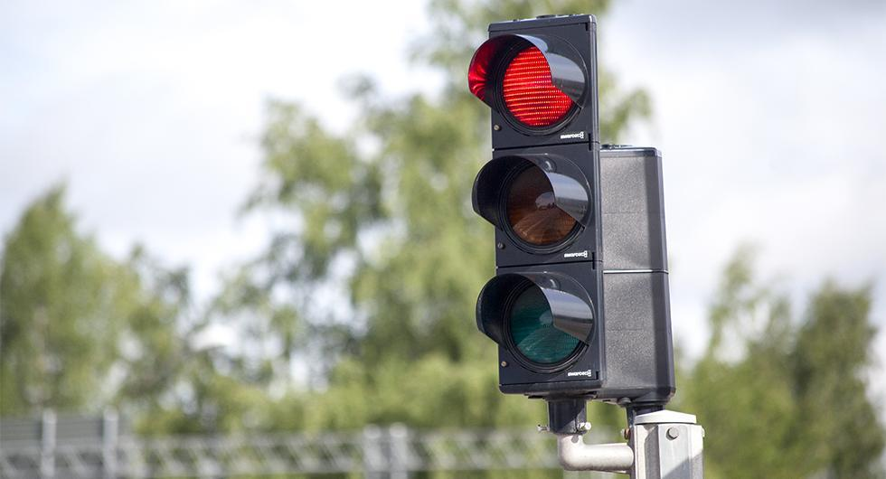Kan rött betyda grönt om man vill svänga höger? Det vill regeringen utreda.