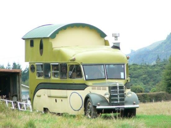 Skaffa större husbil, bygg en våning till