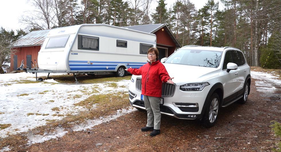 Ingrid Bergmans Volvo XC90 klarar inte att dra husvagnen på ett säkert sätt.