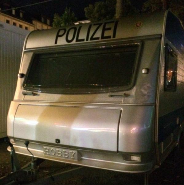 Tysk polis i husvagn