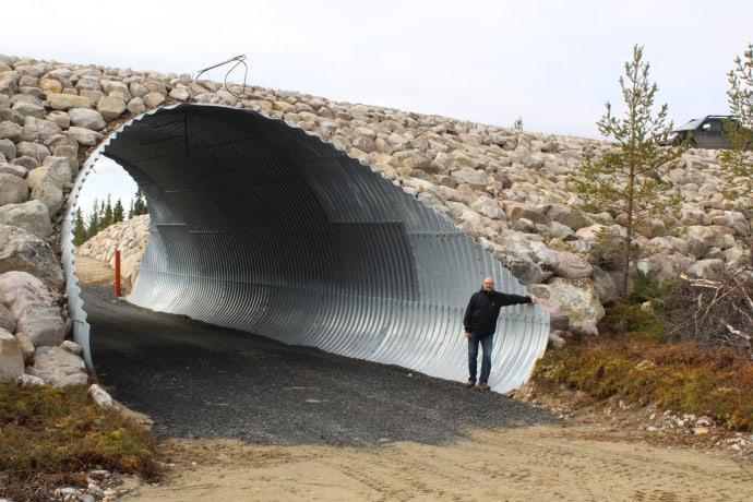 Torsten Byström, projektledare för Lofsdalen Masterplan 2.0 framför den nya skidtunneln