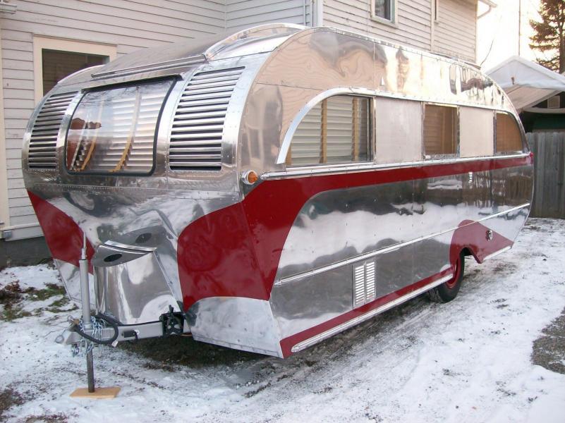 Glänsande husvagn