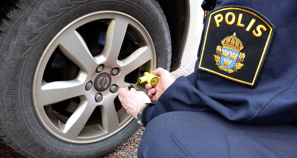 Polisen varnar för däckbedragare