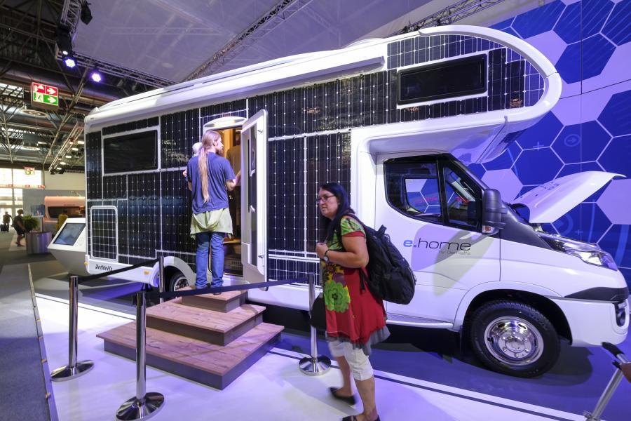 På Caravan Salon 2017 visade Dethleffs upp den här eldrivna husbilen.