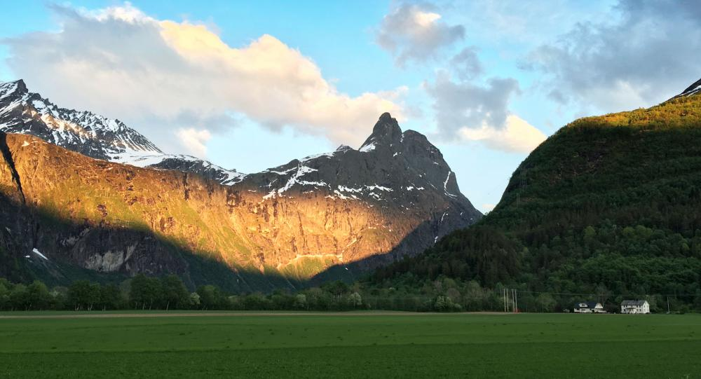 Vårtur längs höjdarväg i Norge