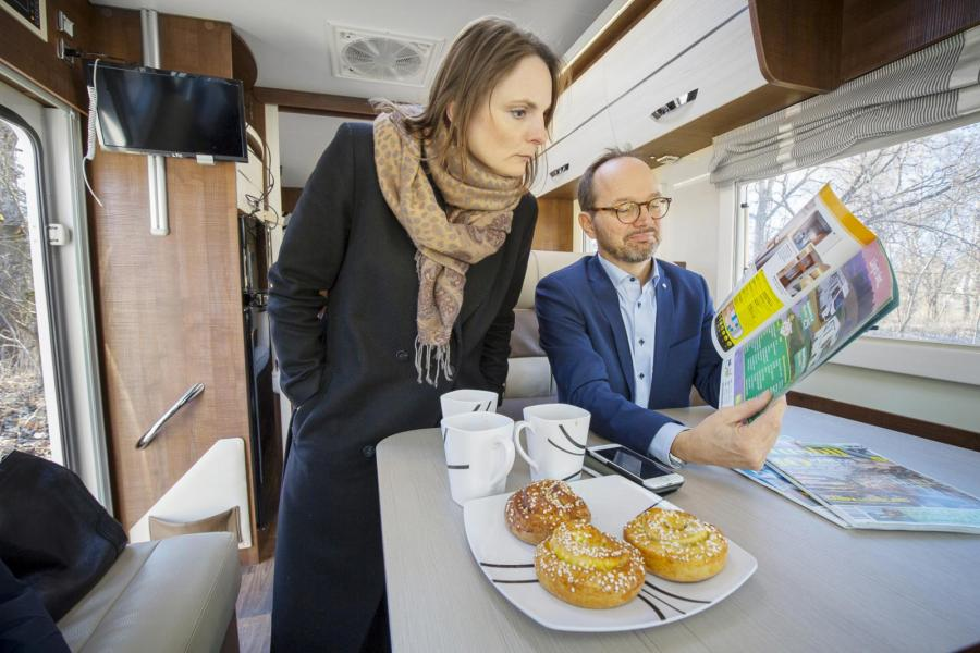 Vilken fin tidning! Vilka fina bilder! Även pressekreteraren Karin Boman Röding gillar Husbil & Husvagn.