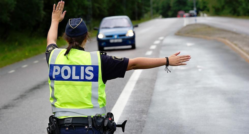 Blir det här en udda bild i framtiden om polisen delegerar ut nykterhetskontroller till väktare?