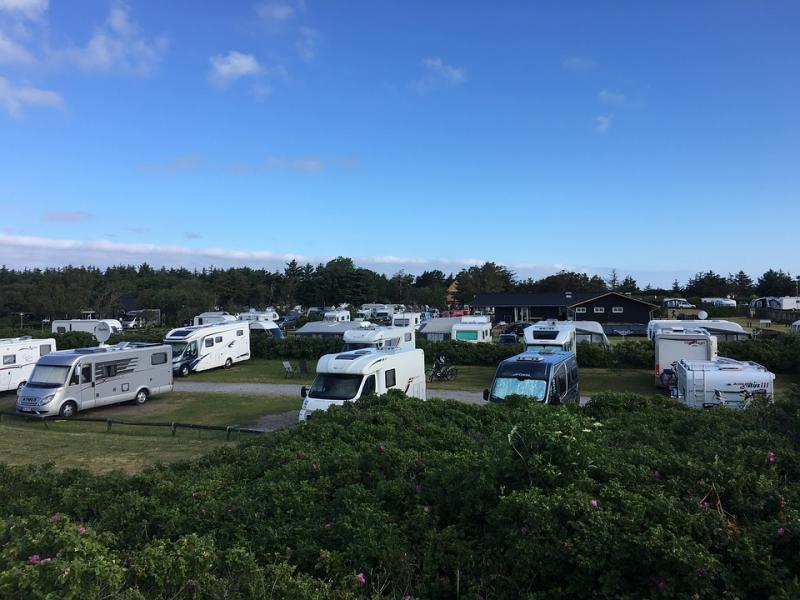 Gratis ställplatser retar campingar