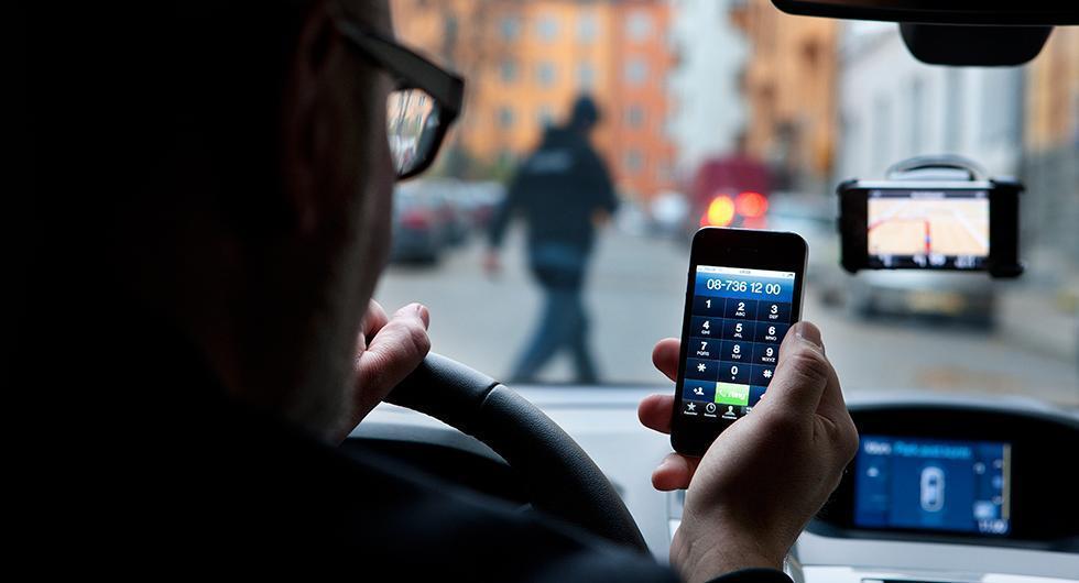 Nya vägskyltar upptäcker mobilanvändande
