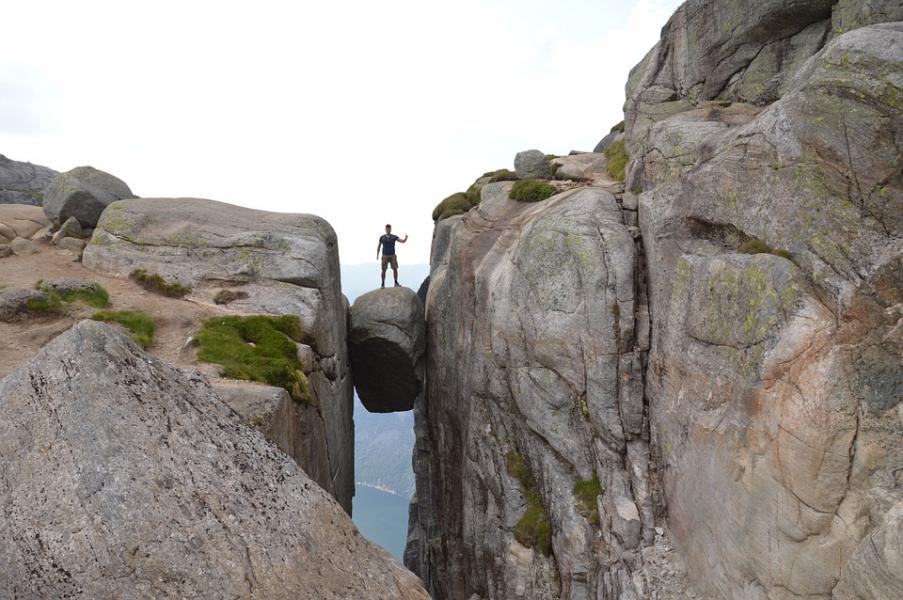 Norge är ett häftigt resmål med massor att uppleva som stenen Bolten i Kjerag. Det verkar även norrmännen tycka och där säljs husbilar som aldrig förr.
