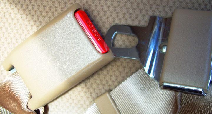 Nästan 4 av 10 omkomna bilförare saknar bälte