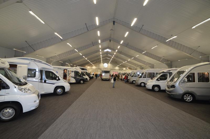 Husbilslandet börjar sälja husvagnar
