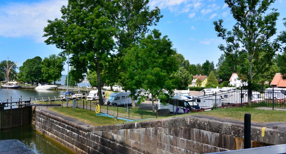Paddling och ställplatser längs Göta kanal