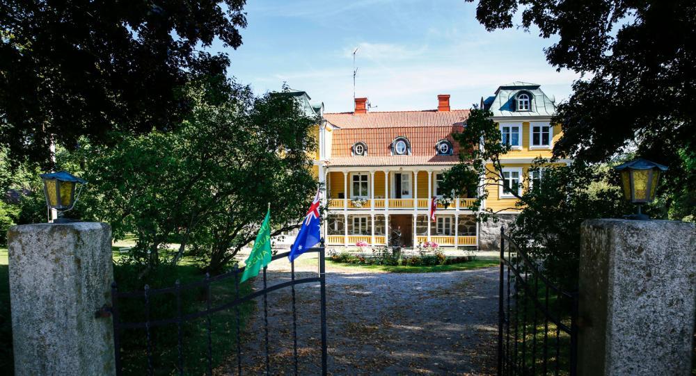 Huvudbyggnaden på gården. Lika fint som ett slott, som delägaren Per Brunberg säger.