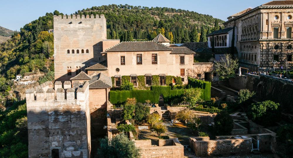 Varenda innergård och minsta lilla palats ger en förståelse för morernas arkitektur.