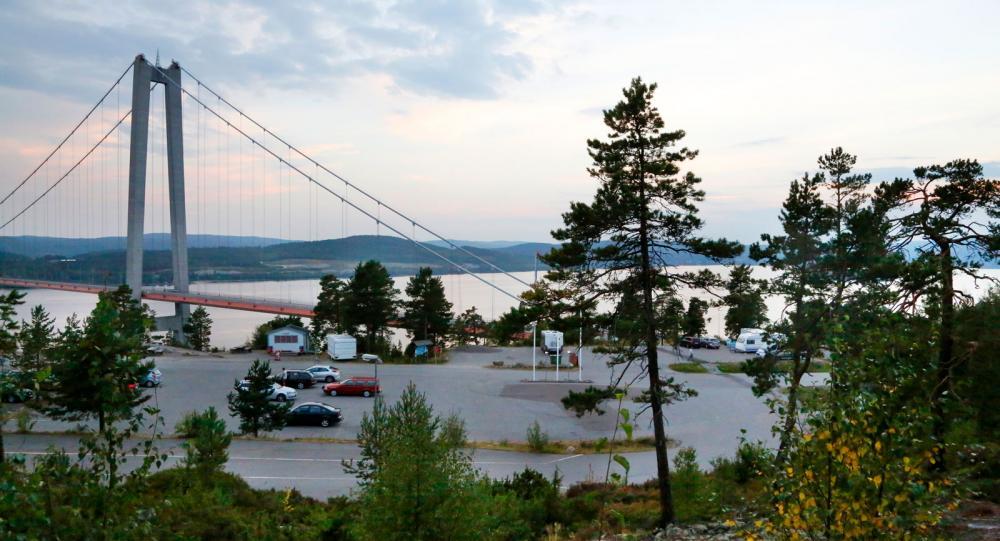 Med utsikt mot Höga kustenbron