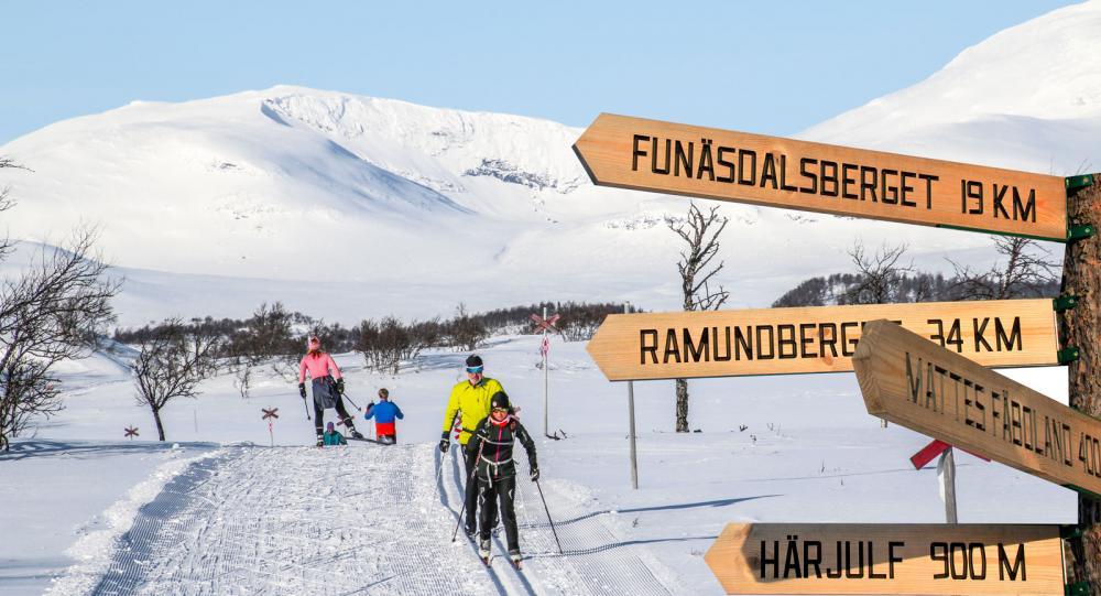 Funäsfjällen har ett imponerande skidsystem, med miltals av längdspår på kalfjället, som här mellan Bruksvallarna och Ramundberget.