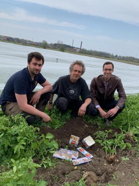 Från vänster: potatisodlare Victor Eriksson, potatisodlare Jonas Gustavsson, köpare Peter Reisenzein