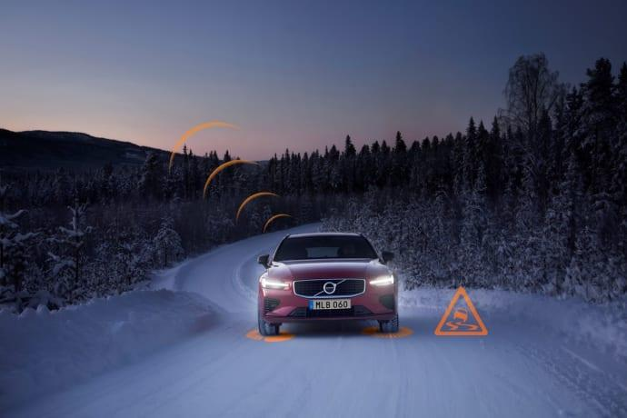 Volvobilar varnar varandra om trafikfaror