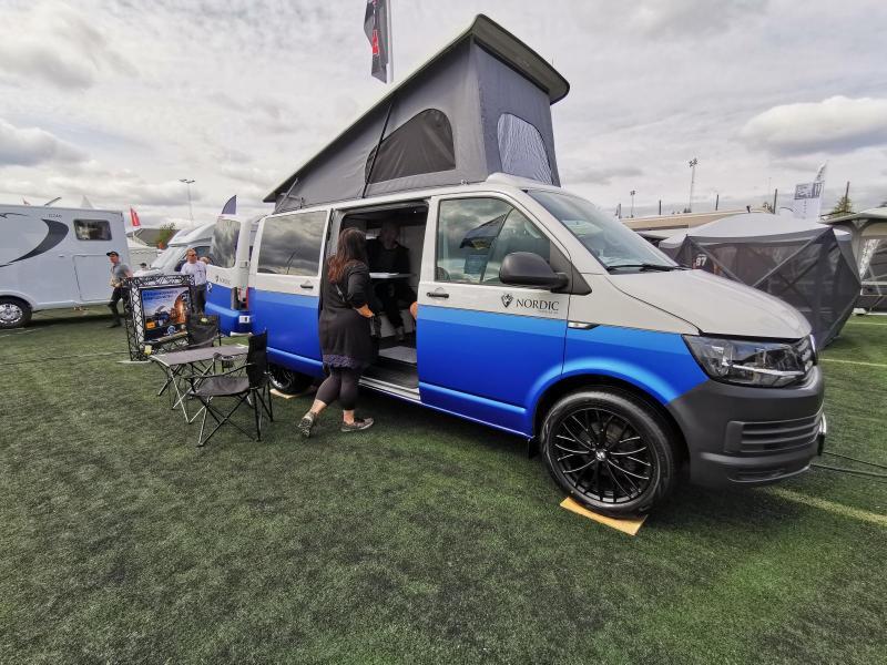 Fullutrustade VW Reimo Trio Style är ombyggd av Nordic för 443.976 kr och visas i butik och på mässor.