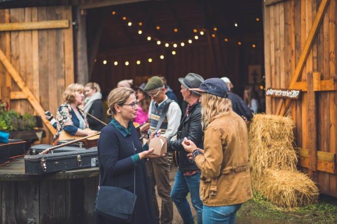 Skördetid i Halland är två månaders matfest! Kombinationen av salta sensommardopp, matfester och fantastiska råvaror kan bli en skön uppladdning inför hösten.