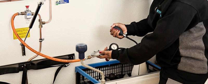 Alla besiktningskedjor erbjuder gasolkontroll. Här utförs den av Besikta.