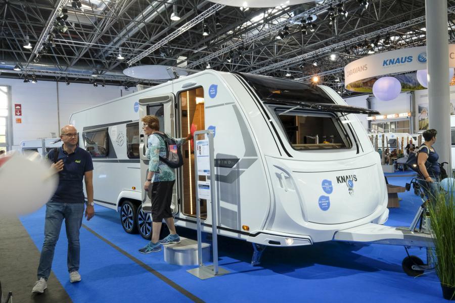 Husvagn med frontkök och queenbed