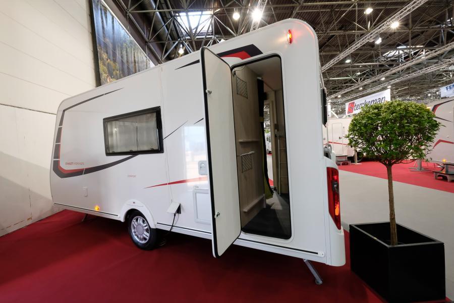 Husvagn med två dörrar