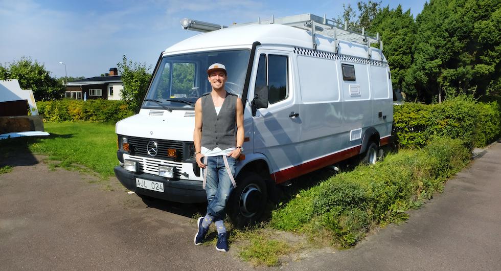 Patrik Appelquist är stolt ägare till sitt nuvarande husbilsbygge och blivande hem.