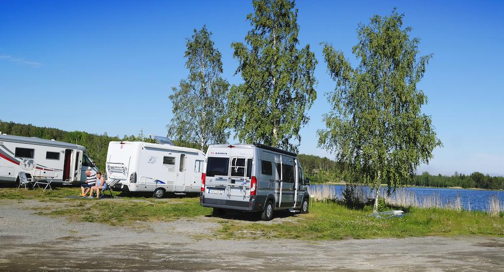 Vid kusten utanför Enånger ligger Borka Brygga – restaurang, hamn och ställplats.