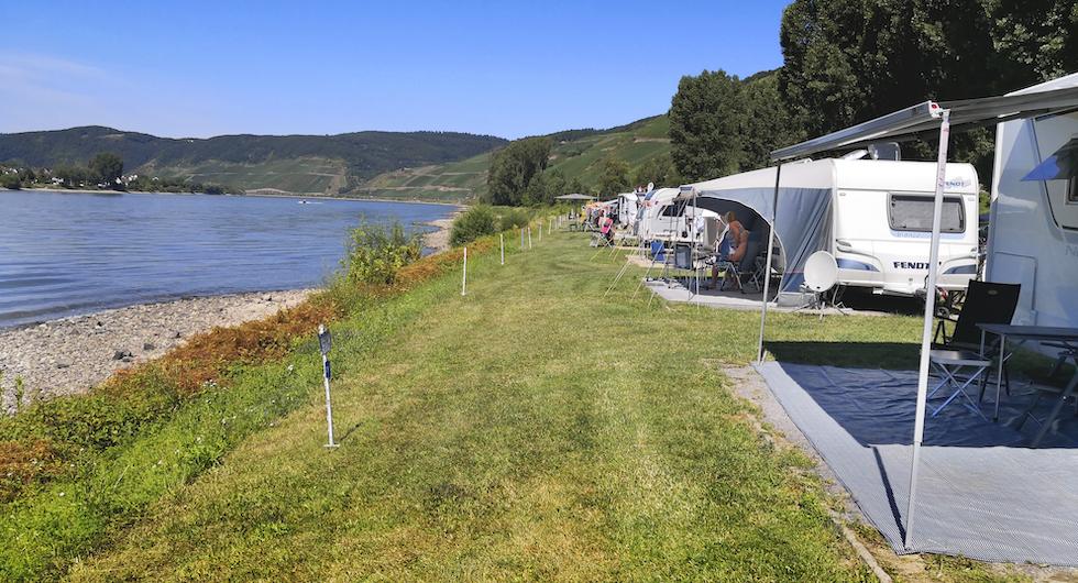 Två kilometer från ena hörnet till det andra gör att campingen har rekordmånga strandtomter.