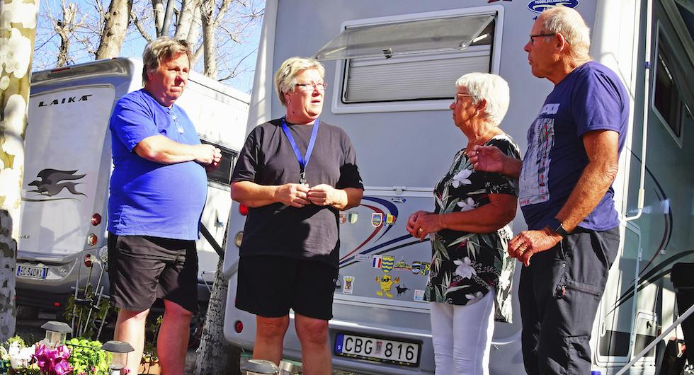 Husbilen Franny är Marguerite Koos och Kjell Lindblads hem och när de långligger i Torre del Mar skapar de en hemkänsla som ofta bara hör husvagnsekipage till. Här får de besök av Birgitta och Karl-Arne Johansson.