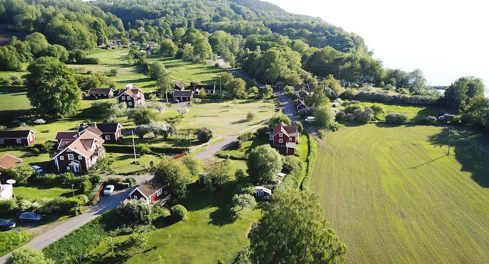 Pittoreska Röttle By tillhör biosfärområdet Östra Vätterbranterna.