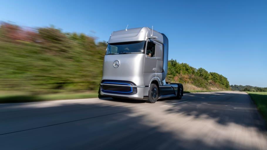 Mercedes-Benz visar lastbil som drivs med flytande väte