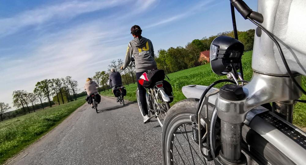 Med elcykel på gränsen mellan Holland och Tyskland