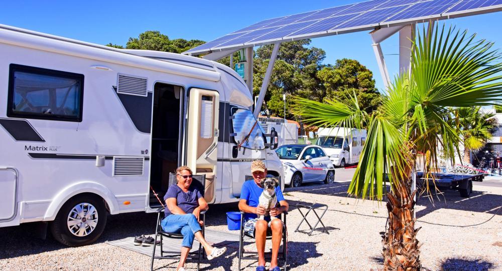 Eira och Heikki Salmela samt Ruffe från Bålsta vintercampar gärna på ekoställplatsen Los Alcazares vid Costa Calida.